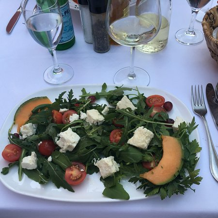 ‪‪Ottobrunn‬, ألمانيا: Ruccula salad with cherry tomatoes and goat cheese‬