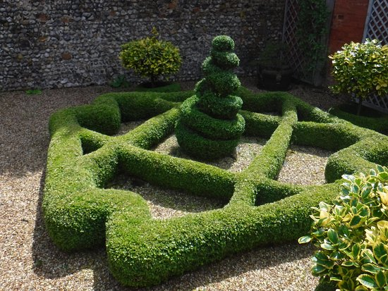 Lavenham, UK: Tudor style garden.
