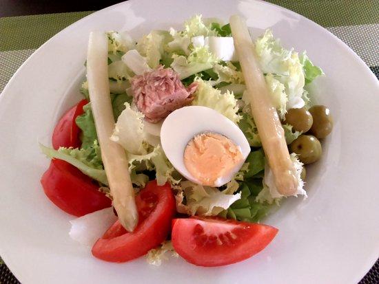 Arbizu, İspanya: Una simple ensalada con productos de la Huerta...