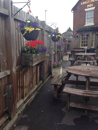 Shropshire, UK: The beer garden in bloom🌷🌹🌻💐🍂🍃🌻🌸🌺