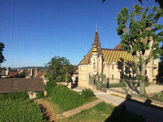 Aloxe-Corton, Fransa: Beautiful chateau!