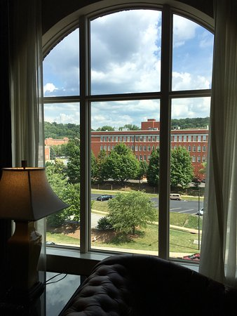 Johnson City, TN: Absolutely gorgeous!!  Love our Presidential Suite!  Staff is amazing and love the southern hosp