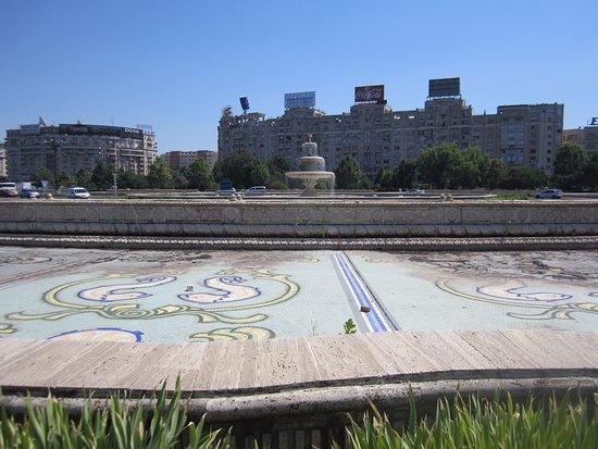 Unirii Square : фонтаны