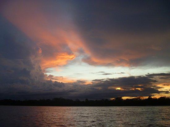 Amazonas Sinchicuy Lodge: Atardecer río Amazonas
