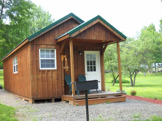 Covington, PA: Lakeside cabin sleeps 8 (maximum of 4 adults).  Full bath and kitchenette.