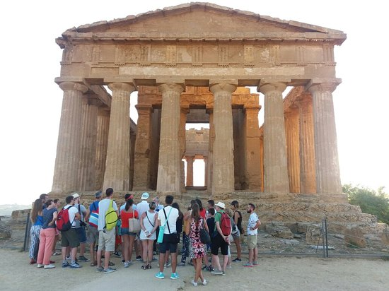 Valley of the Temples (Valle dei Templi): 20160721_193551_large.jpg