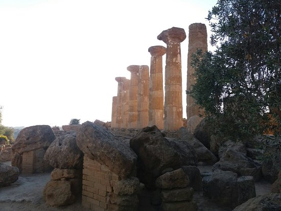 Valley of the Temples (Valle dei Templi): 20160721_191112_large.jpg