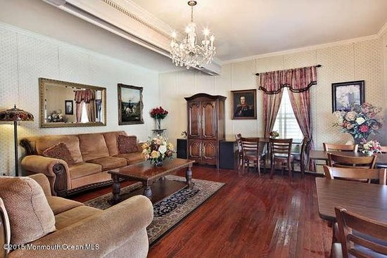 Bellevue Stratford Inn: Get cozy in our lobby