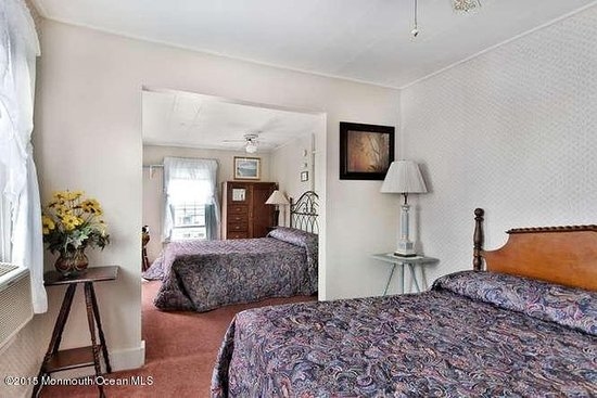Bellevue Stratford Inn: Spacious Double Room