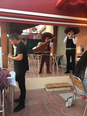 San Fulgencio, Hiszpania: Traditional Mexican band at Bella Italia