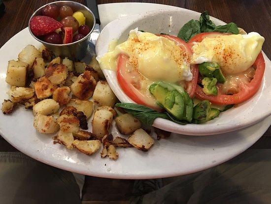 Fairfax, VA: Omelette and Eggs Bendict Florentine