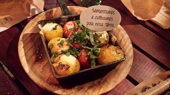 Teo, إسبانيا: Un sitio precioso para cenar al aire libre. Todo comida ecoligica
