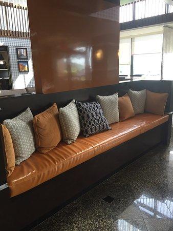Drury Inn & Suites Kansas City Airport : photo1.jpg