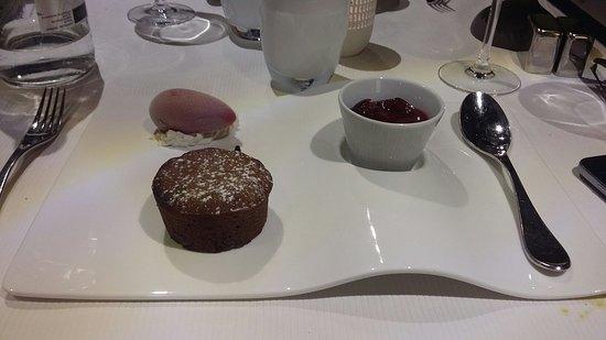 Busnes, Francja: Le gateau moelleux chocolat - cerises_large.jpg