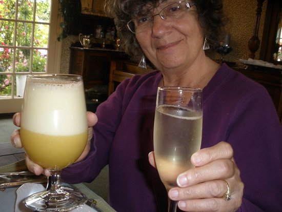 Mill Rose Inn: Champagne and smoothie