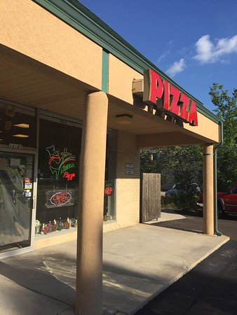 New Berlin, WI: Great local pizza joint