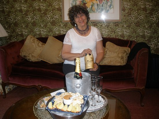 Mill Rose Inn: cheese plate in living area. (champagne was ours but they supplied flutes