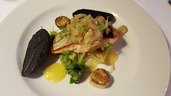 Drogheda, Irlandia: Pan-fried Fillet of Salmon