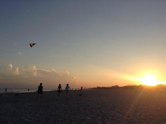 Island Inn of Atlantic Beach: photo1.jpg