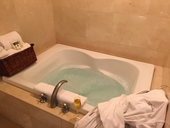 Hilton Santa Barbara Beachfront Resort Jacuzzi Tub In A Junior Suite