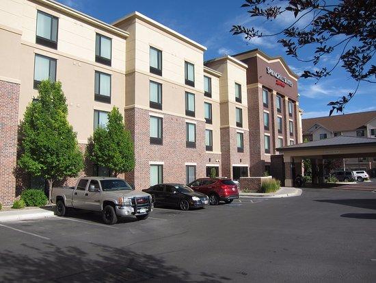 Vernal, UT: Hotel exterior