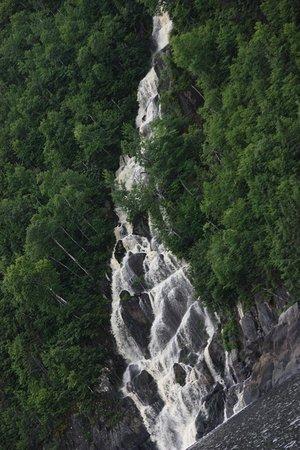 La Baie, Canada: Une belle chute occasionnelle... Vous comprendrez lors de votre croisière.