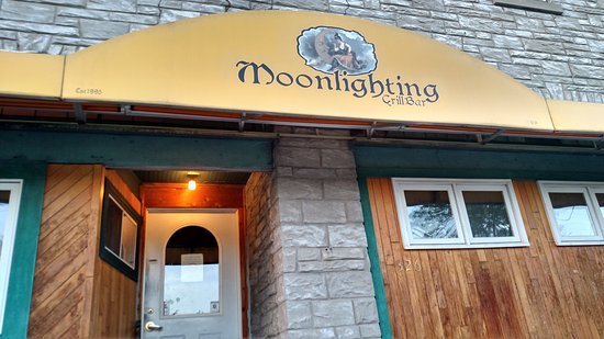 West Bend, WI: Moonlighting Bar/Grill