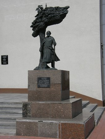 ‪Monument to Yazep Drozdovich‬