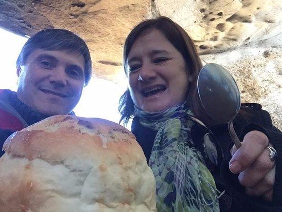Walichu Caves: Pan casero con guiso de cordero en su interior