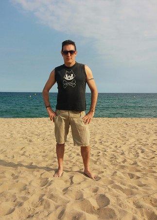 en la playa Mar Bella (Barcelona) Nudista mixta - Picture of Playa de la Mar ...