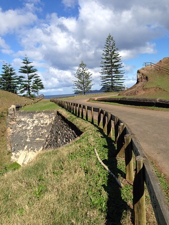 Norfolk Adası, Avustralya: Bloody Bridge looking towards the bay