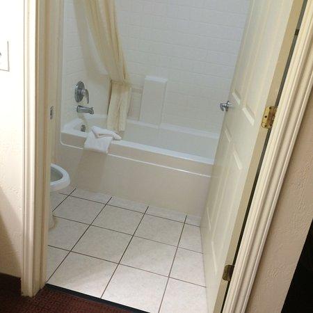 Snyder, TX: Decent bathroom.