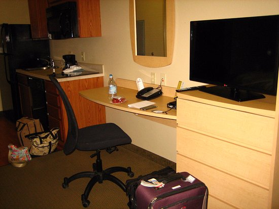 Suburban Extended Stay Hotel Triadelphia: Kitchen on the left, a desk, and the HD TV