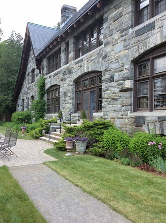 Cavendish, VT: Building & Grounds are impeccably kept