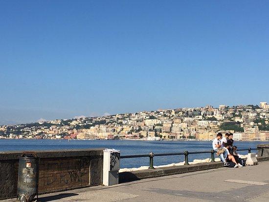 Partenope Relais: Morning walk along the bay