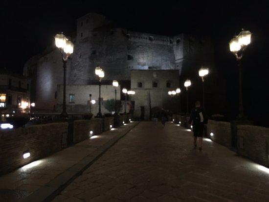 Partenope Relais: Evening stroll towards Castel dell'Ovo