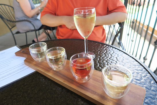 The Barrel Top Grill: White wine flight