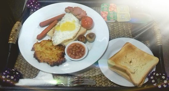 Glendower Hotel: Traditional English Breakfast in the Garden
