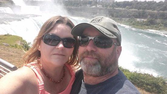 Niagara Falls State Park: Me and my hunny!