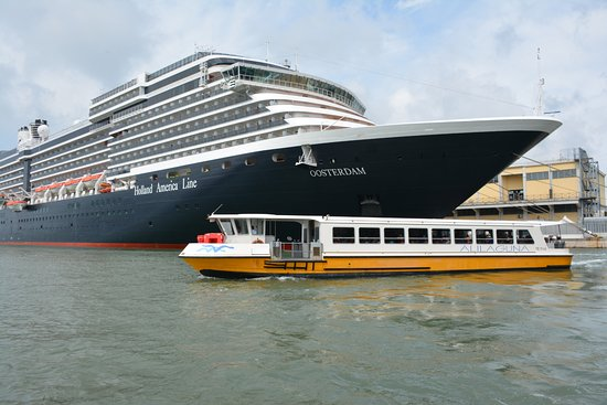 Cruise ship docks near Hop on Hop off Venice kiosk - Picture ... on venice italy tourist attractions map, train station venice map, venice airport map, venice italy hotel areas map, venice grand canal map, downtown venice map, venice lagoon map,
