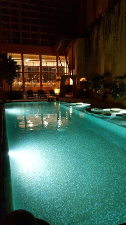 San Pedro Garza Garcia, México: The pool is wonderful in the day, or very romantic in the evenings.