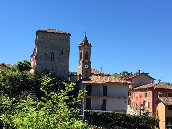 Sinio - the Castello is the large tower to the left.