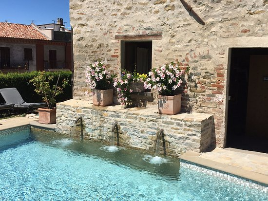 Sinio, Italia: The pool - very quaint