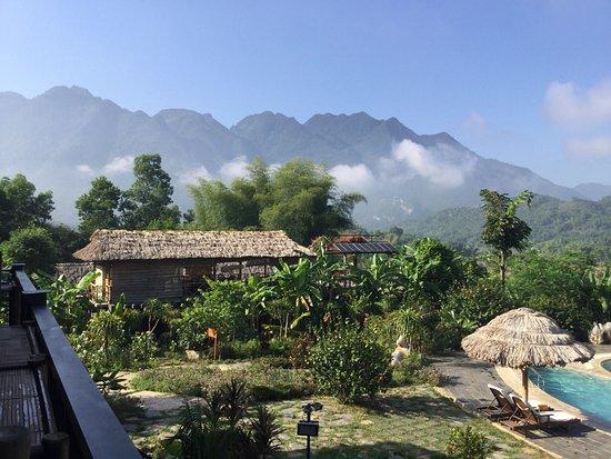 Mai Chau, Βιετνάμ: View from breakfast room balcony