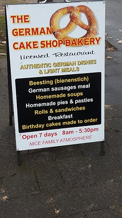 Hahndorf, Australien: The German cake shop sign