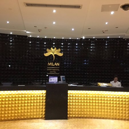 Milan Continental Hotel : front desk of the hotel