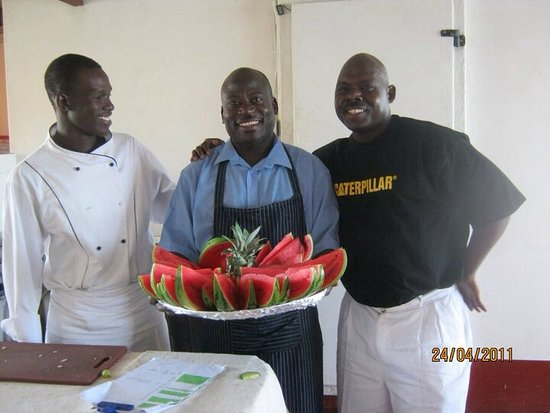 Lake Kariba, ซิมบับเว: A few of our highly trained and professional chefs on board your chosen houseboat
