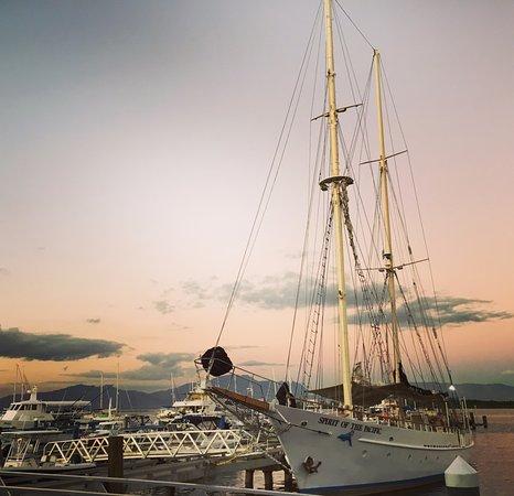 Денарау-Айлэнд, Фиджи: Ships at Port Denarau.