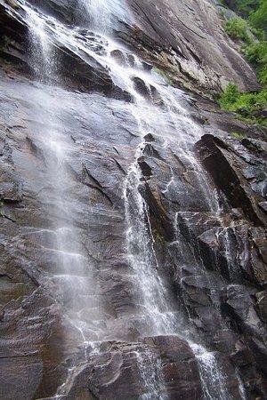Chimney Rock, Carolina del Norte: Waterfall!