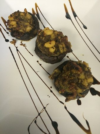 Cuisine Maligne cold marinated mushroom caps - picture of maligne canyon restaurant